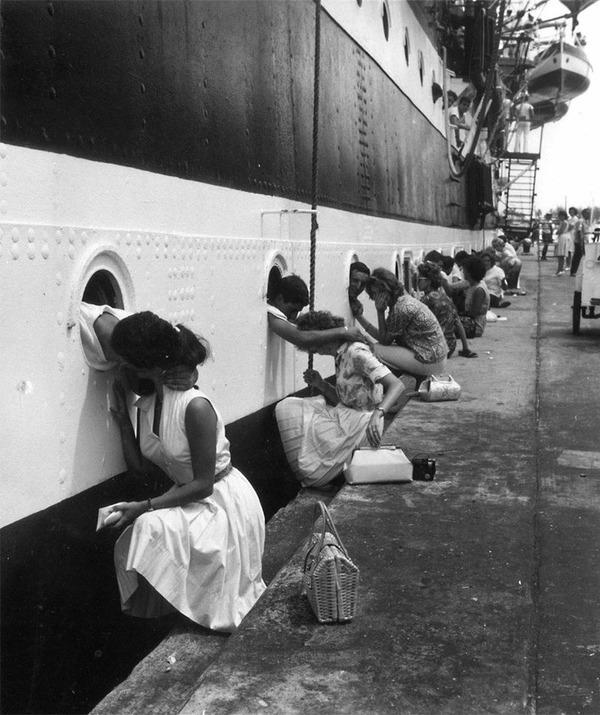 戦時中のラブストーリー。別れを惜しむ恋人たちのキス画像など (10)