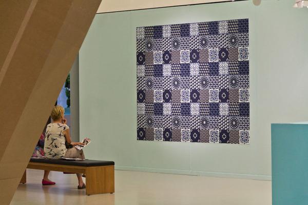 紙のカーペット!丸めて切った紙で繊細な模様を作るアート (8)