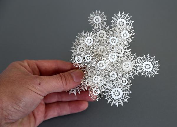 顕微鏡で覗く微生物みたい。繊細なペーパーカットアート (4)