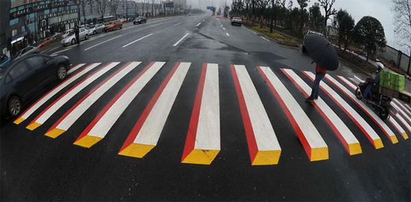 3Dペイントが施されたインドの横断歩道 (3)