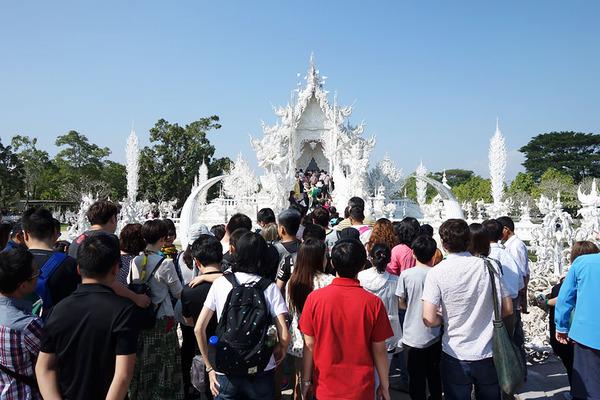 タイの仏教寺院ワット・ロンクン2