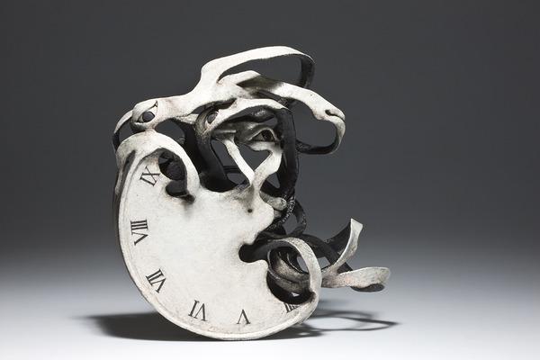 物質が歪み分解する。幻覚を見ているような奇妙な彫刻作品 (8)