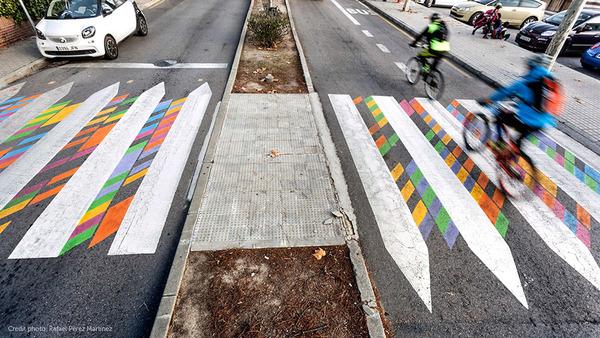 横断歩道がカラフルにペイントされたスペインの首都マドリード (3)