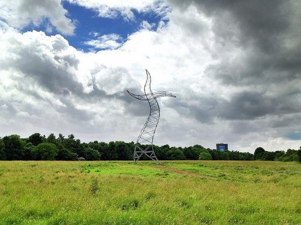 踊っているような送電塔、鉄塔、ドイツ 4