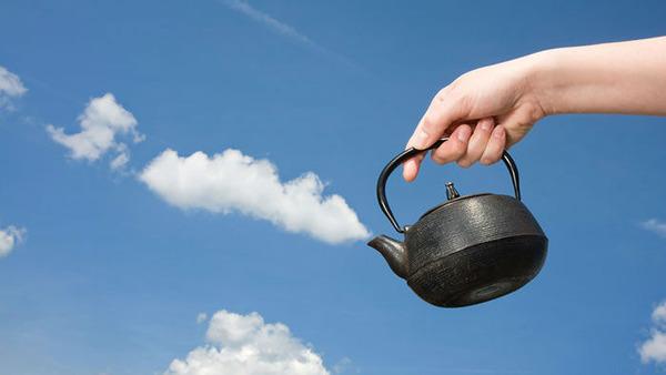 雲を食べる、掴む!ふわふわ白い雲を遠近法で遊ぶおもしろ画像 (16)