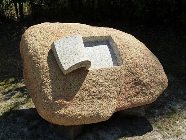 ぐんにゃりペロリと石が曲がる!ねじられた岩や石の彫刻 (1)