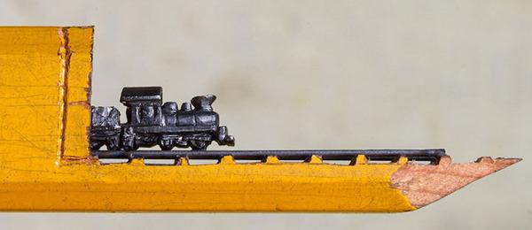 手先器用すぎ!機関車他、鉛筆の芯に彫る超小さな彫刻 (3)