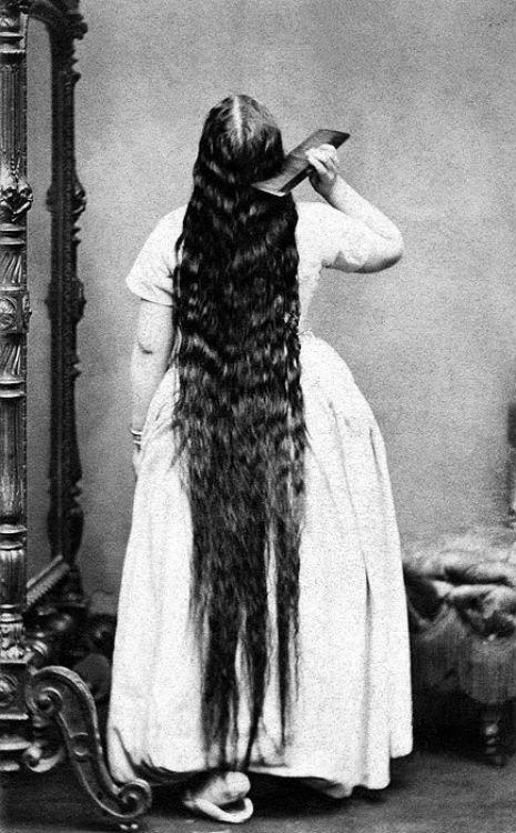 昔の人は髪の毛が超長い!ビクトリア朝の女性の白黒写真 (2)