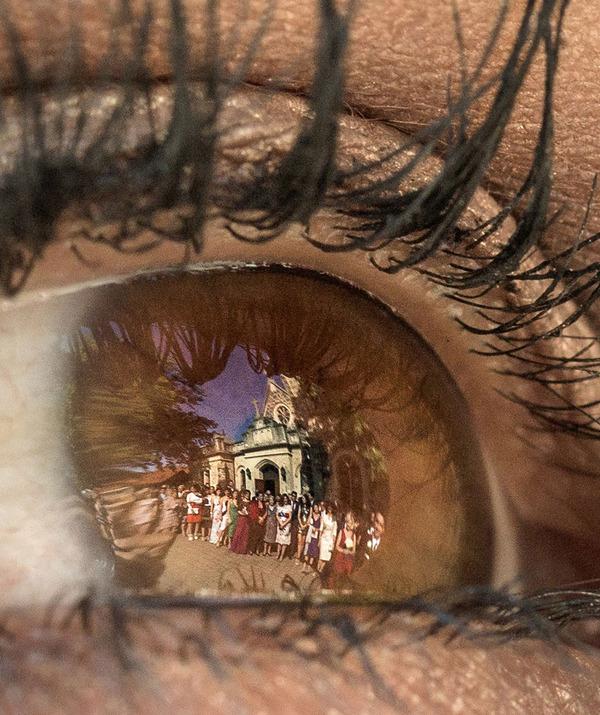 瞳に反射して映る結婚式の風景を撮影した『Eyescapes』 (8)