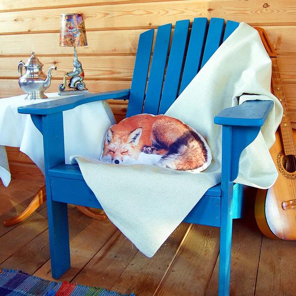キツネのプリント枕