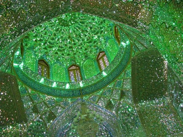 シャー・チェラーグ廟!超煌びやかなモスクの内装 (5)