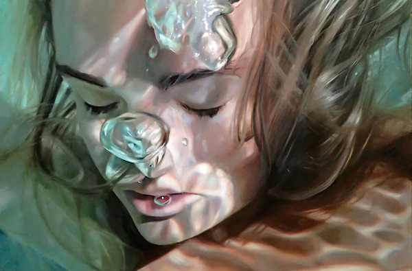 水の中の記憶。水中を漂う女性を描いた油絵 (1)