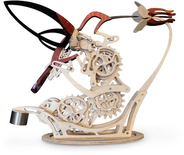 ハチドリの動きをシミュレート!歯車で滑らかに動く彫刻 (5)