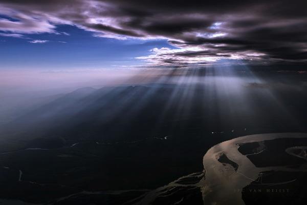 コックピットから撮影された壮大な空の写真 (17)