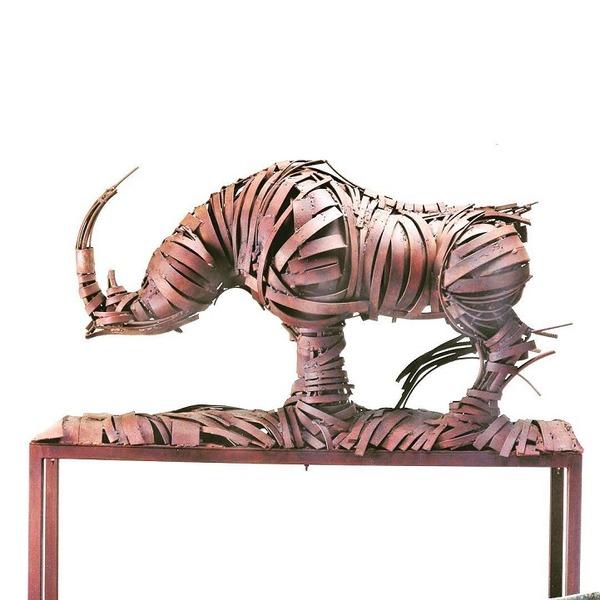 なんかメカっぽい!野生動物、人間、建造物の彫刻 (8)