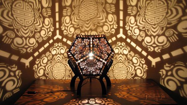 美しい模様が光となって部屋を照らす!レーザーカットのランプ (6)