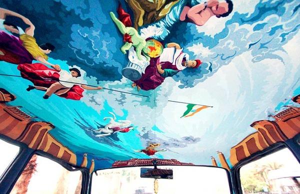 明るい気分で乗車できる!超カラフルなインドのタクシー (2)