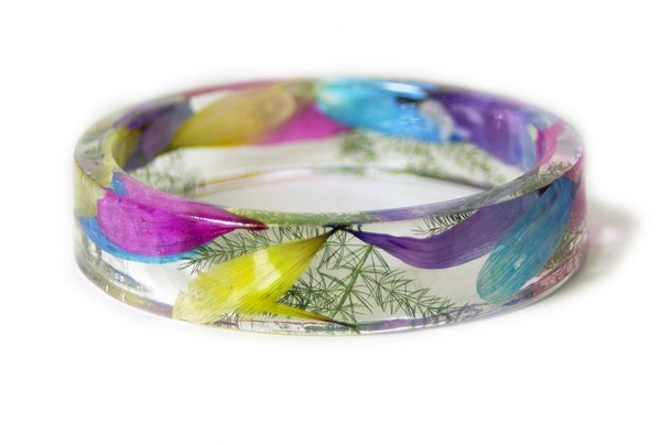 透明な樹脂に花や植物を詰め込んだハンドメイドアクセサリー (11)