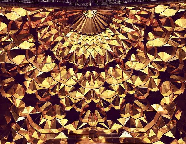 万華鏡のような美しさ。イランのモスクの建築美 (3)