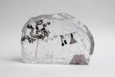 ガラスの中のミニチュア。氷に閉じ込められたような凍結世界