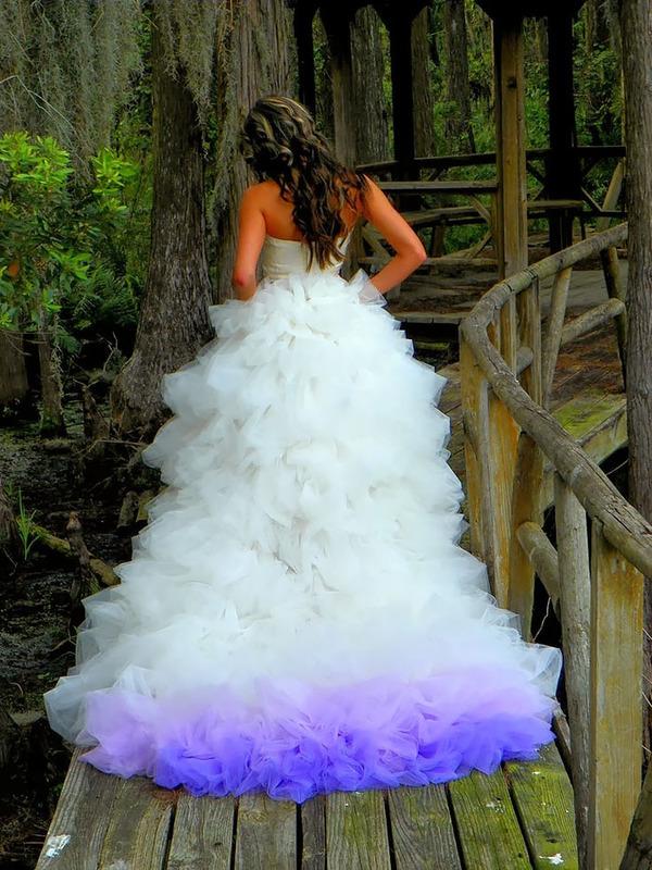 鮮やかなカラーが美しい。色が付いたウェディングドレス (19)