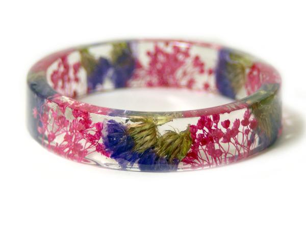 透明な樹脂に花や植物を詰め込んだハンドメイドアクセサリー_ (13)