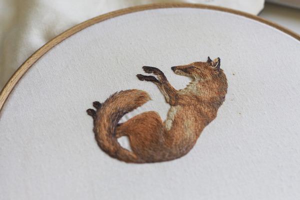 刺繍で作られた小さい可愛い動物 狐