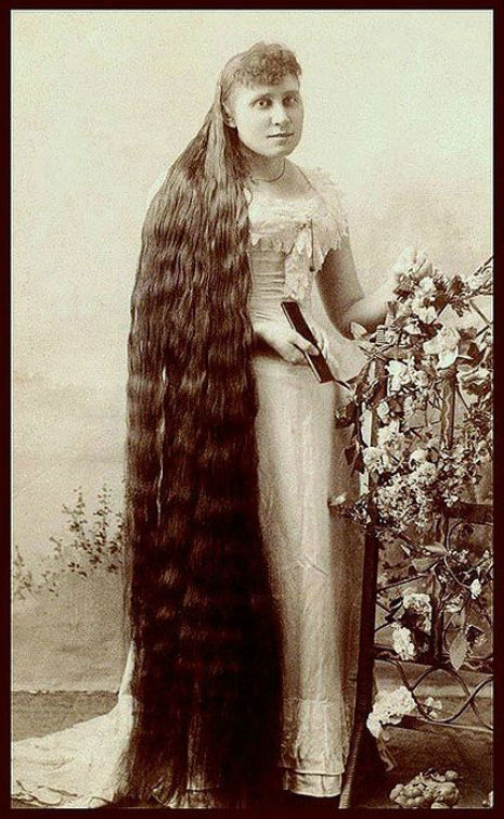 昔の人は髪の毛が超長い!ビクトリア朝の女性の白黒写真 (7)