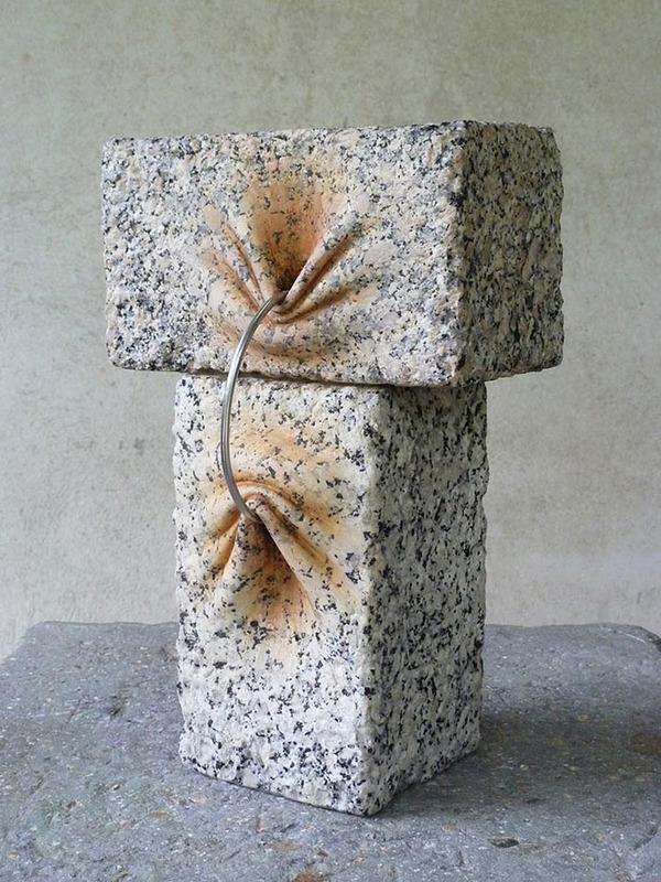 ぐんにゃりペロリと石が曲がる!ねじられた岩や石の彫刻 (2)