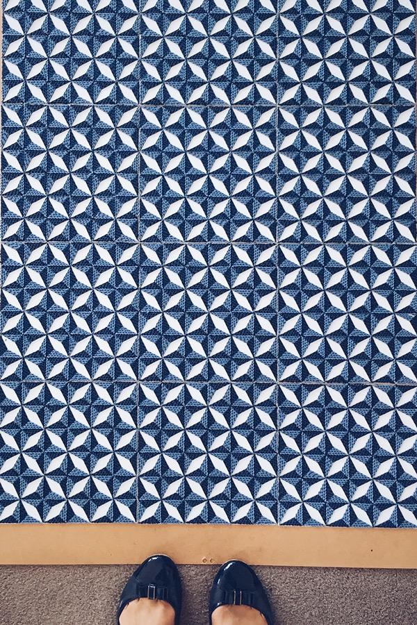 紙のカーペット!丸めて切った紙で繊細な模様を作るアート (14)