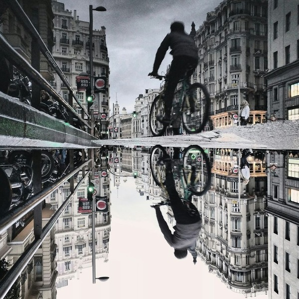 パラレルワールド!水たまりに反射する街の風景写真 (1)
