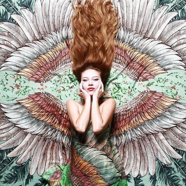 空を自由に飛びたいな!優雅な翼を与えてくれるスカーフ (1)