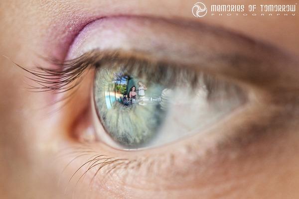 瞳に反射して映る結婚式の風景を撮影した『Eyescapes』 (1)