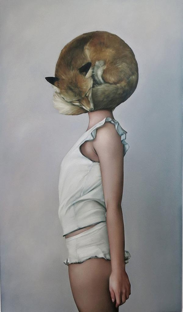 頑なに顔は見せない!顔が隠されたシュールな女性の肖像画 (14)