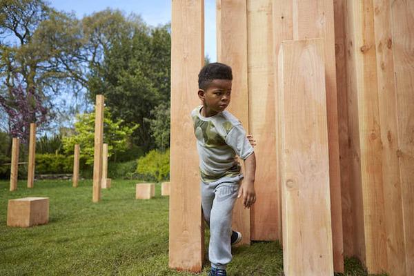 まるで異空間…!膨大な数の木片で構成された秘密の隠れ家 (3)
