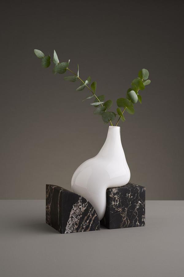 ニュルっとしている。柔らかそうなガラスの花瓶アート (1)