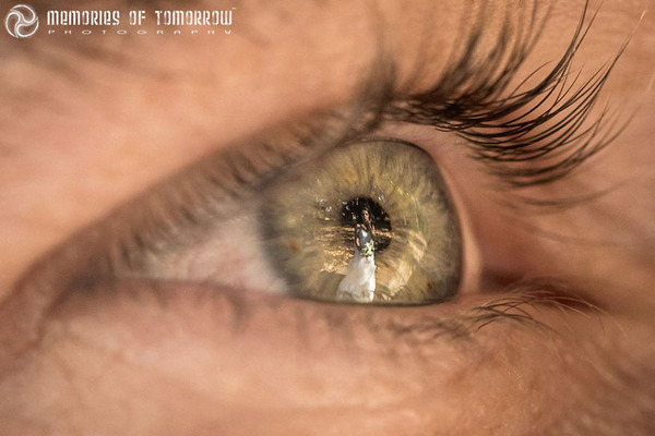 瞳に反射して映る結婚式の風景を撮影した『Eyescapes』 (11)