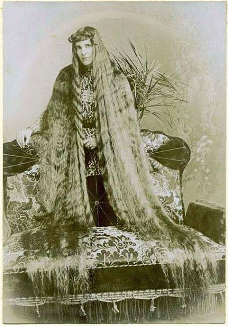 昔の人は髪の毛が超長い!ビクトリア朝の女性の白黒写真 (1)