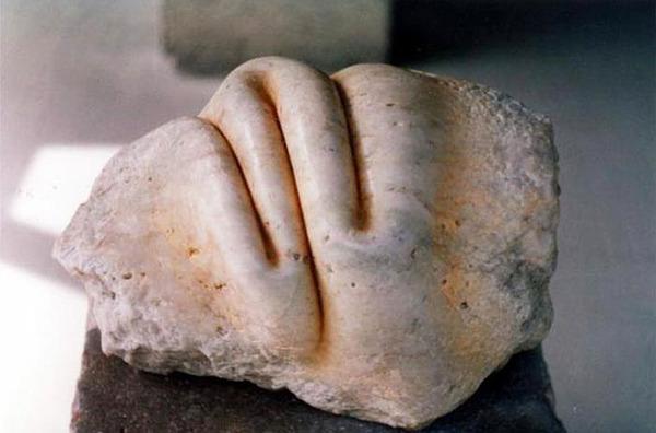 ぐんにゃりペロリと石が曲がる!ねじられた岩や石の彫刻 (7)