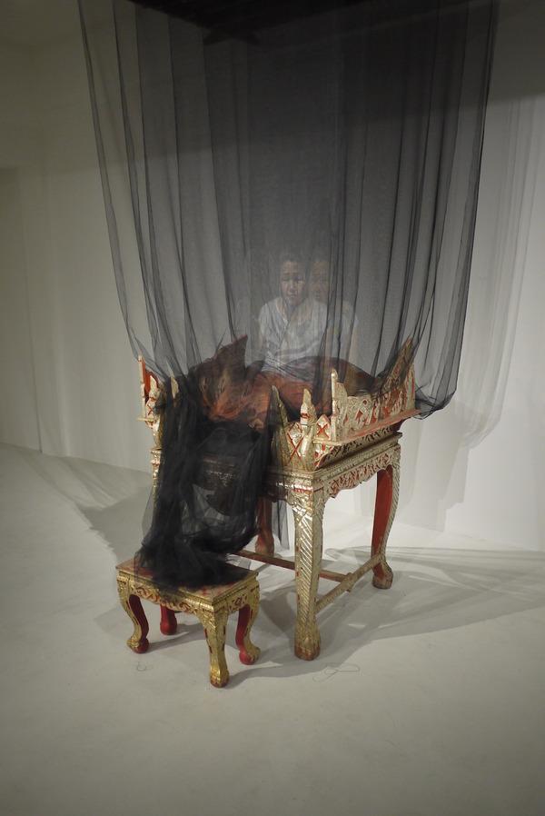 幽霊のように浮かぶ!薄手の生地に描かれた肖像画 (7)