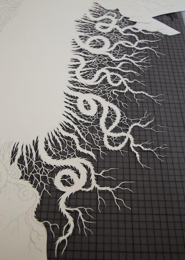 カットして作られた紙のアート5