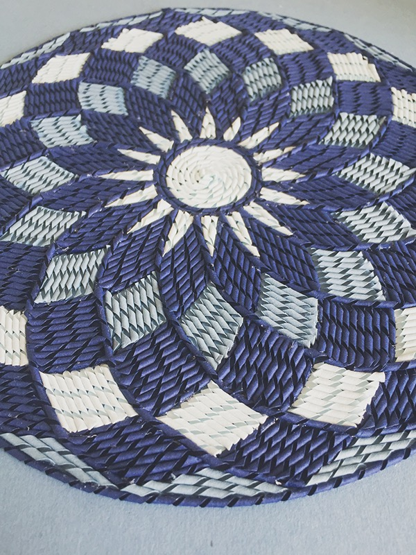 紙のカーペット!丸めて切った紙で繊細な模様を作るアート (13)