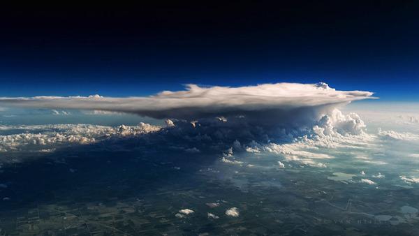 コックピットから撮影された壮大な空の写真 (13)