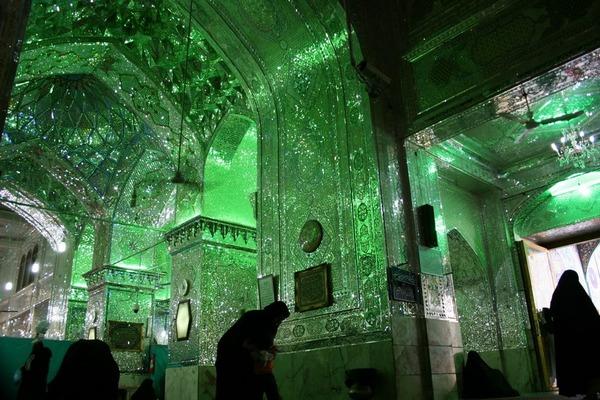 シャー・チェラーグ廟!超煌びやかなモスクの内装 (1)