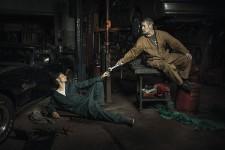 超シュール!自動車整備士でルネサンス絵画を再現した写真シリーズ