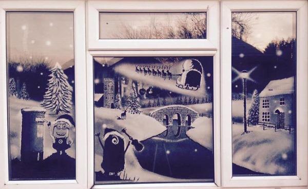 クリスマスシーズン!スノースプレーで窓に描く雪景色のアート (8)