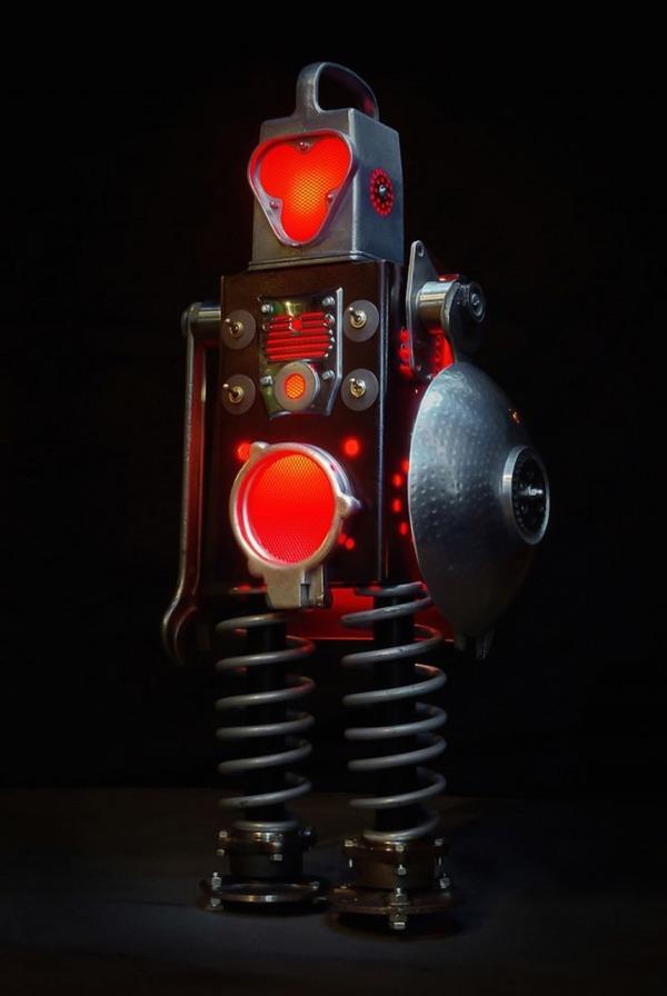 イルミネーションが光るレトロなロボット彫刻 4