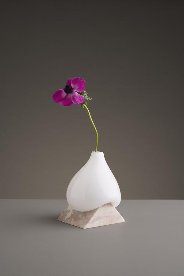 ニュルっとしている。柔らかそうなガラスの花瓶アート (2)