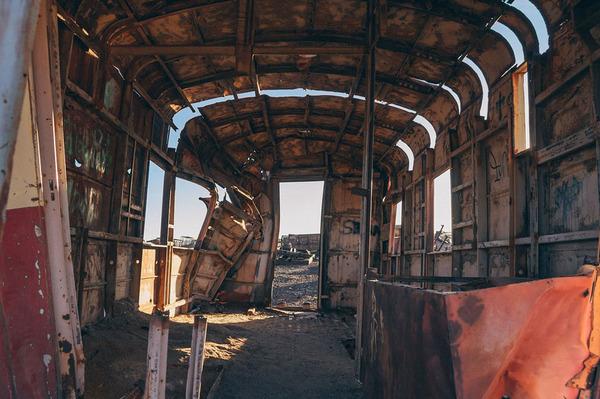 世紀末的な風景。ボリビアで放棄された列車の数々の写真 (10)