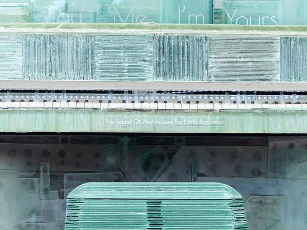 ガラスのピアノ!古い窓ガラスを接着して作ったピアノ (11)